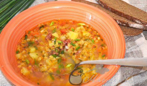 Густой чечевичный суп с деревенской колбаской