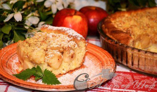 Яблочный пирог с марципановой крошкой