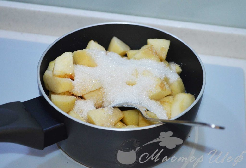Варим яблоки с сахаром 10 минут