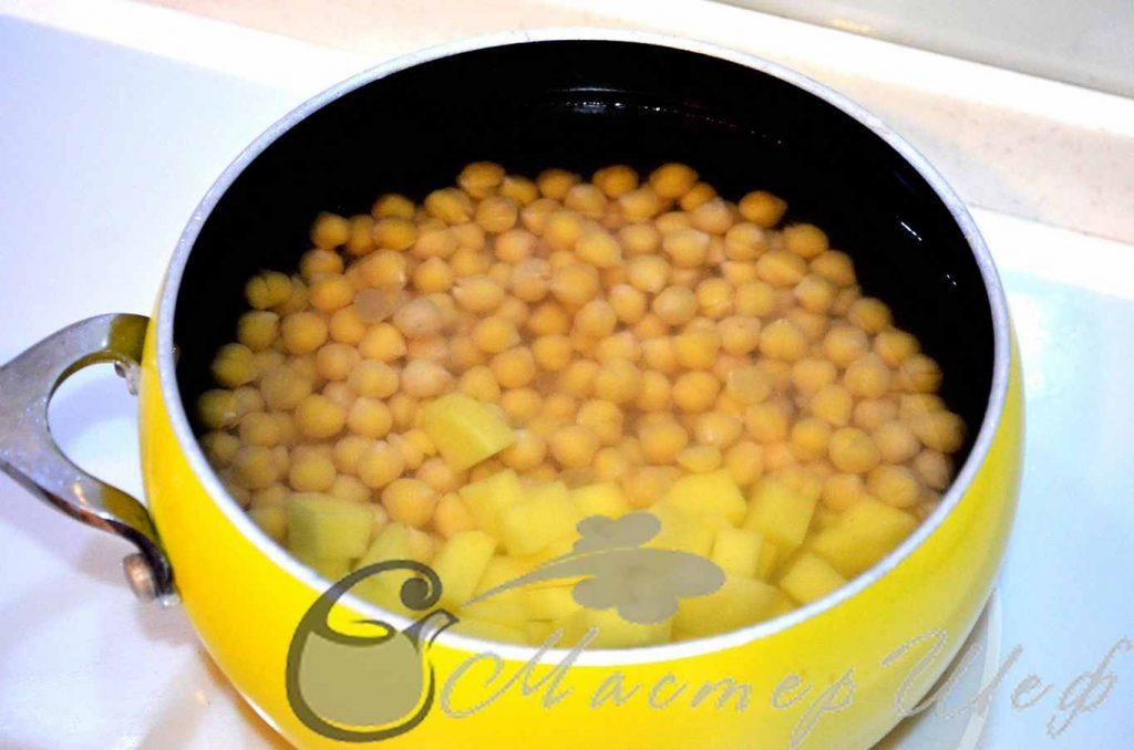 Варим нут с картофелем