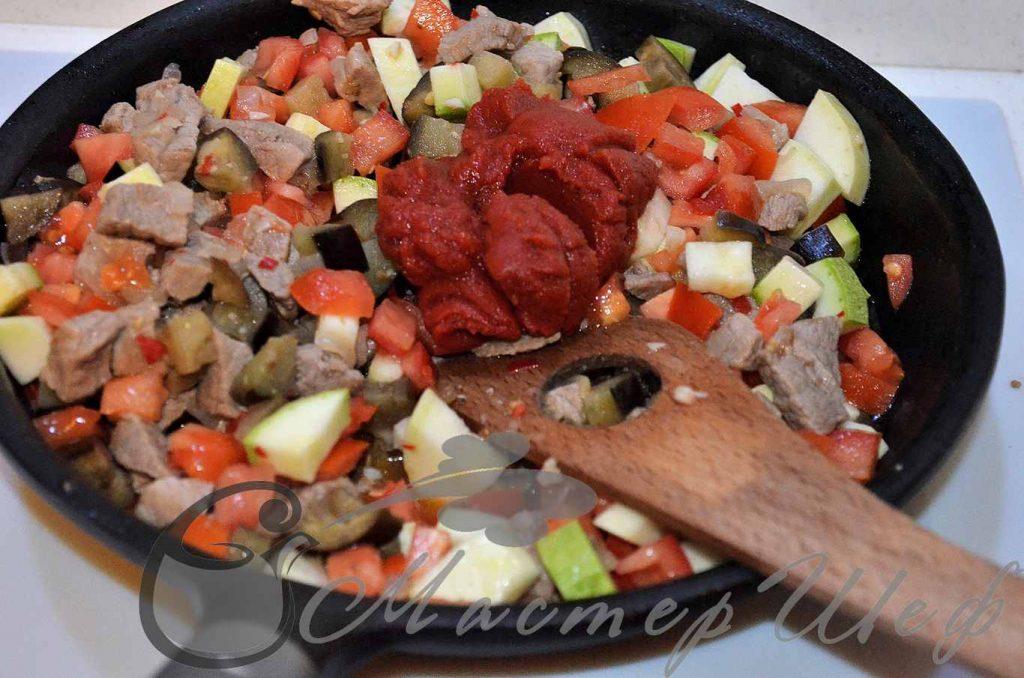 Кидаем томатную пасту