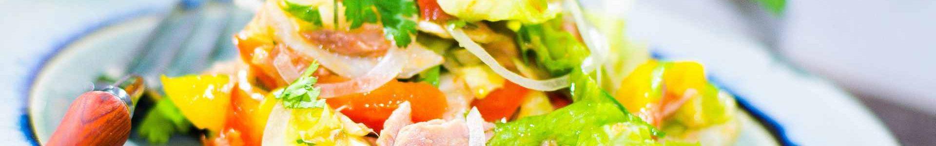 Салат со сладким перцем и тунцом