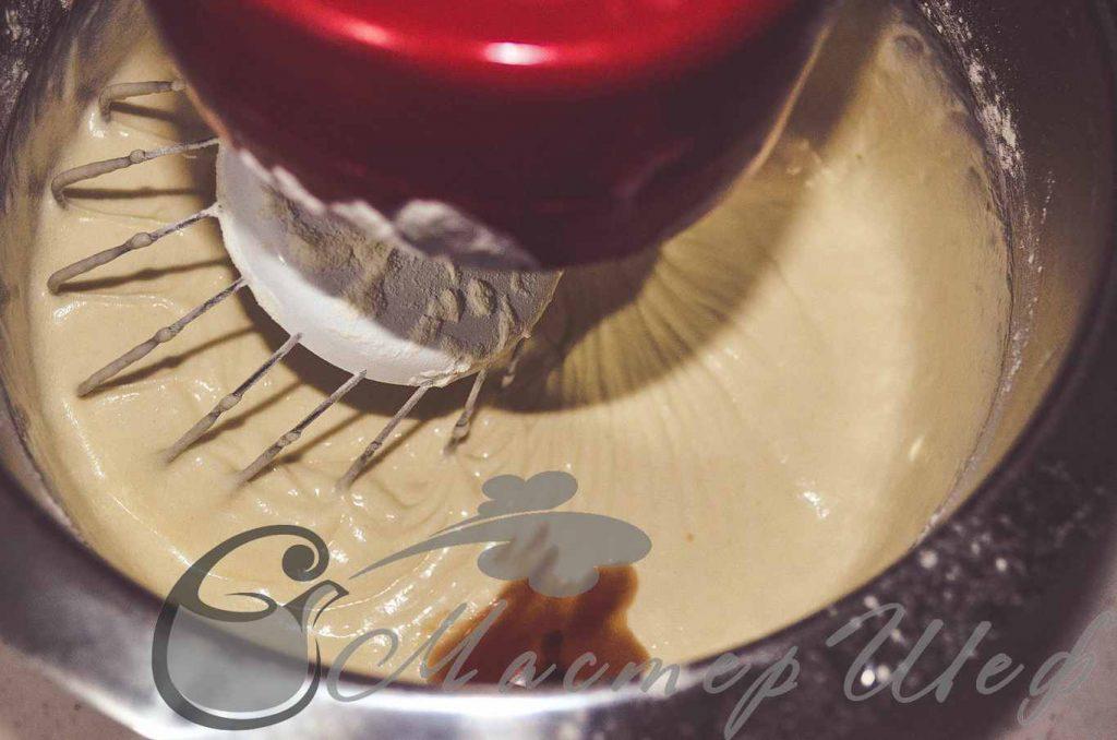 Добавляем ванильную эссенцию и мешаем