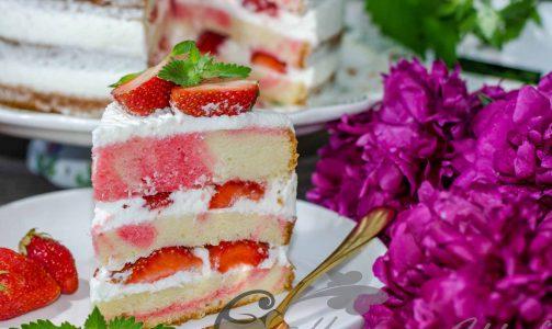 Розовый торт «Клубника со сливками»