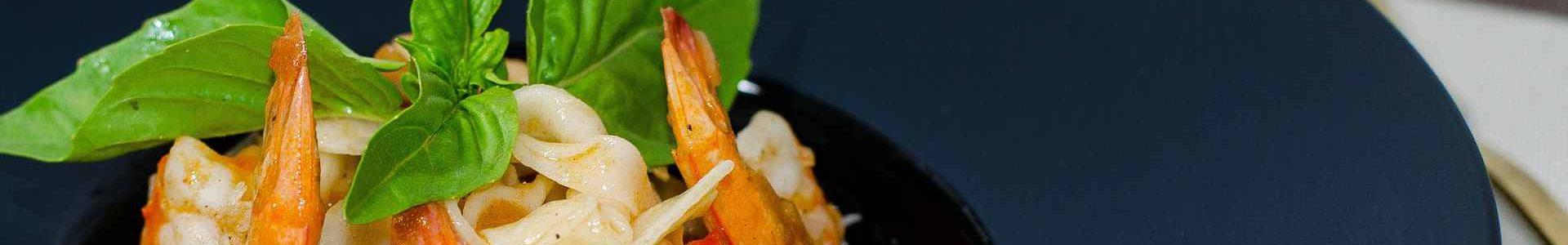 Паста с креветками и базиликом