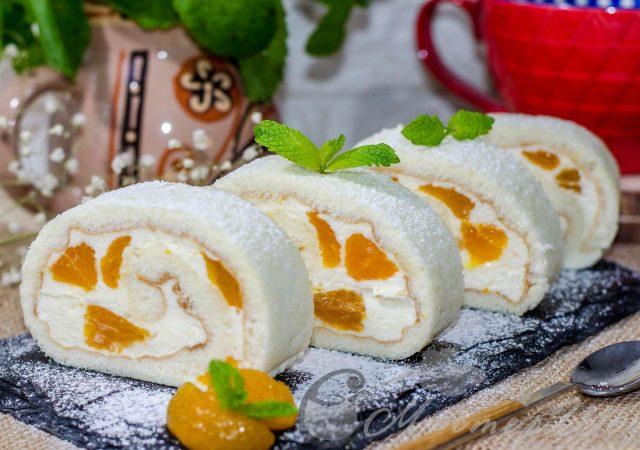 Рулет с творожно-сливочным кремом и мандаринами