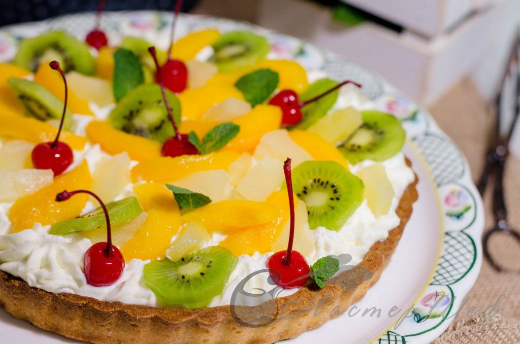 Песочный пирог со сливками и фруктами - Пошаговый рецепт