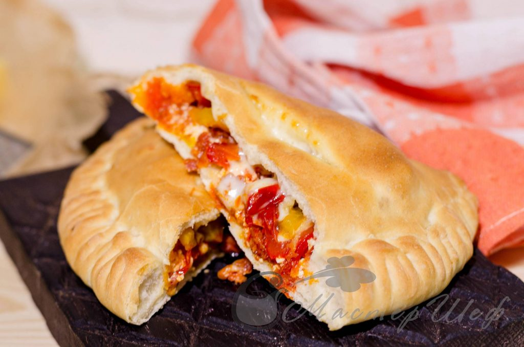 Пицца «кальцоне» с чоризо от Бадди Валастро - рецепт