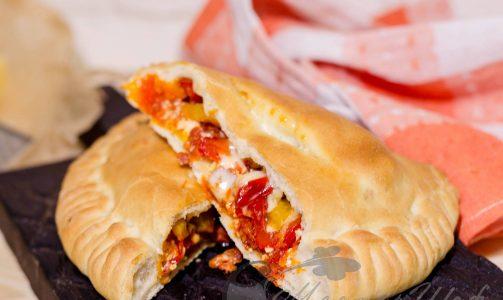 Пицца «кальцоне» с чоризо от Бадди Валастро