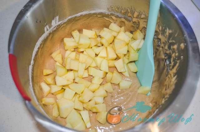 ШАГ 4 - Карамельный пирог с яблоками