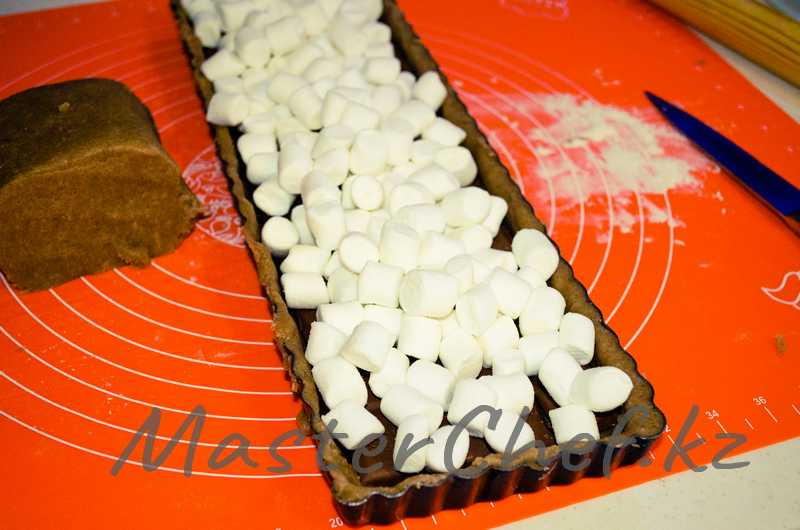 ШАГ 5б - Пирог с начинкой из шоколада и маршмеллоу