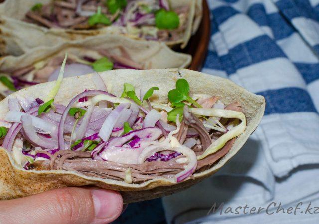 Запеченная свиная лопатка – вкуснейшее из мясных блюд