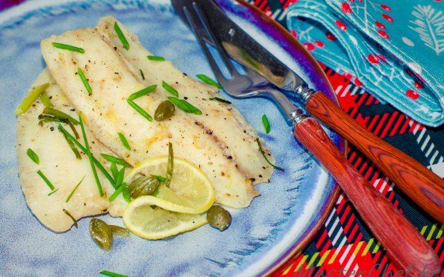 Рыба запеченная в сливочном масле с каперсами