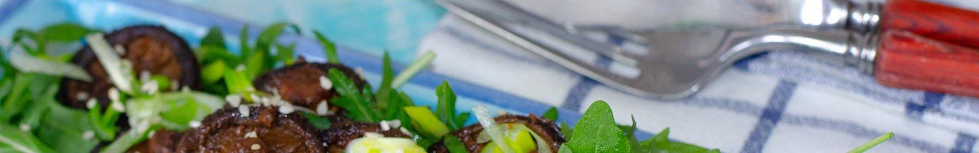Закуска из грибов шиитаке с кунжутом