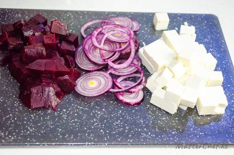 ШАГ 3 - Салат с грибами и свеклой