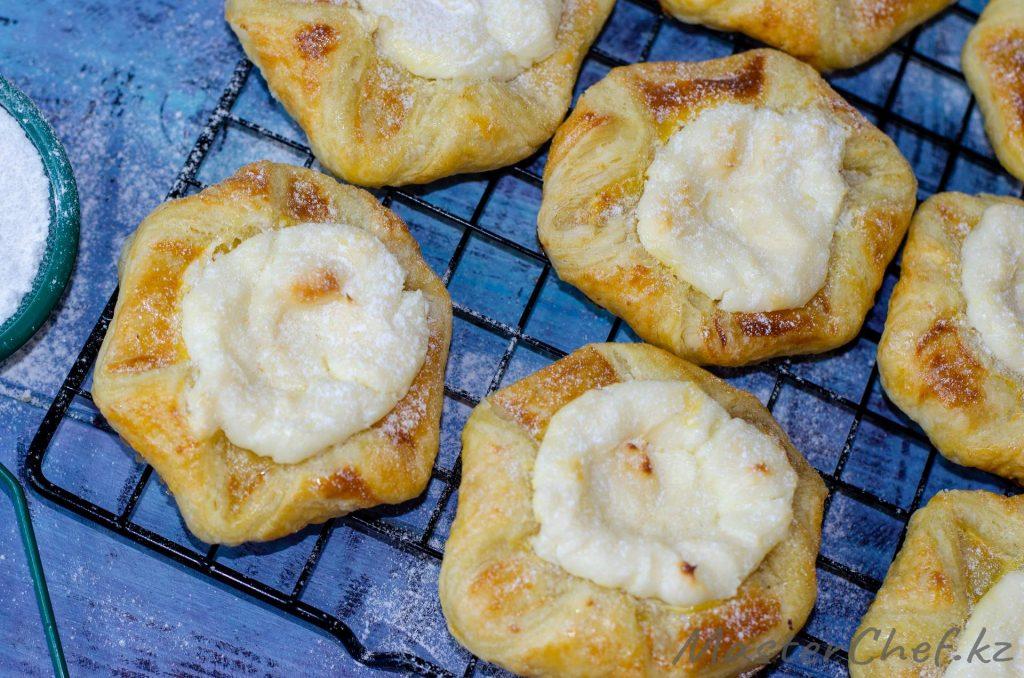 Слойки со сливочным сыром - рецепт с фото
