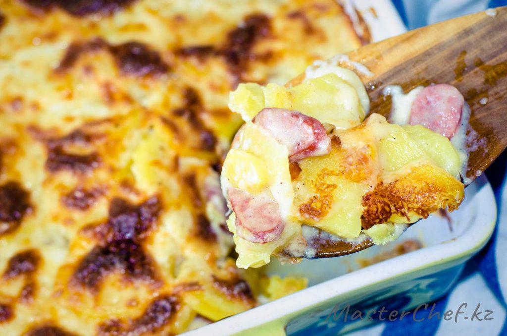 Картофельная запеканка с колбасками - рецепт с фото