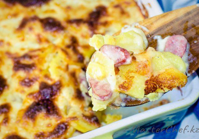 Картофельная запеканка с колбасками
